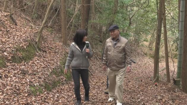 松生昭治さん(左)