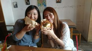 ハンバーガー2人